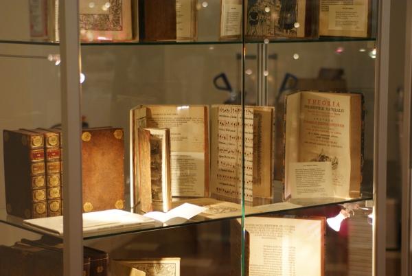 Rare_Books_Glass