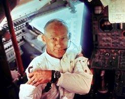 Buzz_Aldrin_black_and_white_dress_uniform_photo_portrait