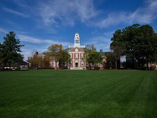 800px-Phillips_Exeter_Academy_building.jpg