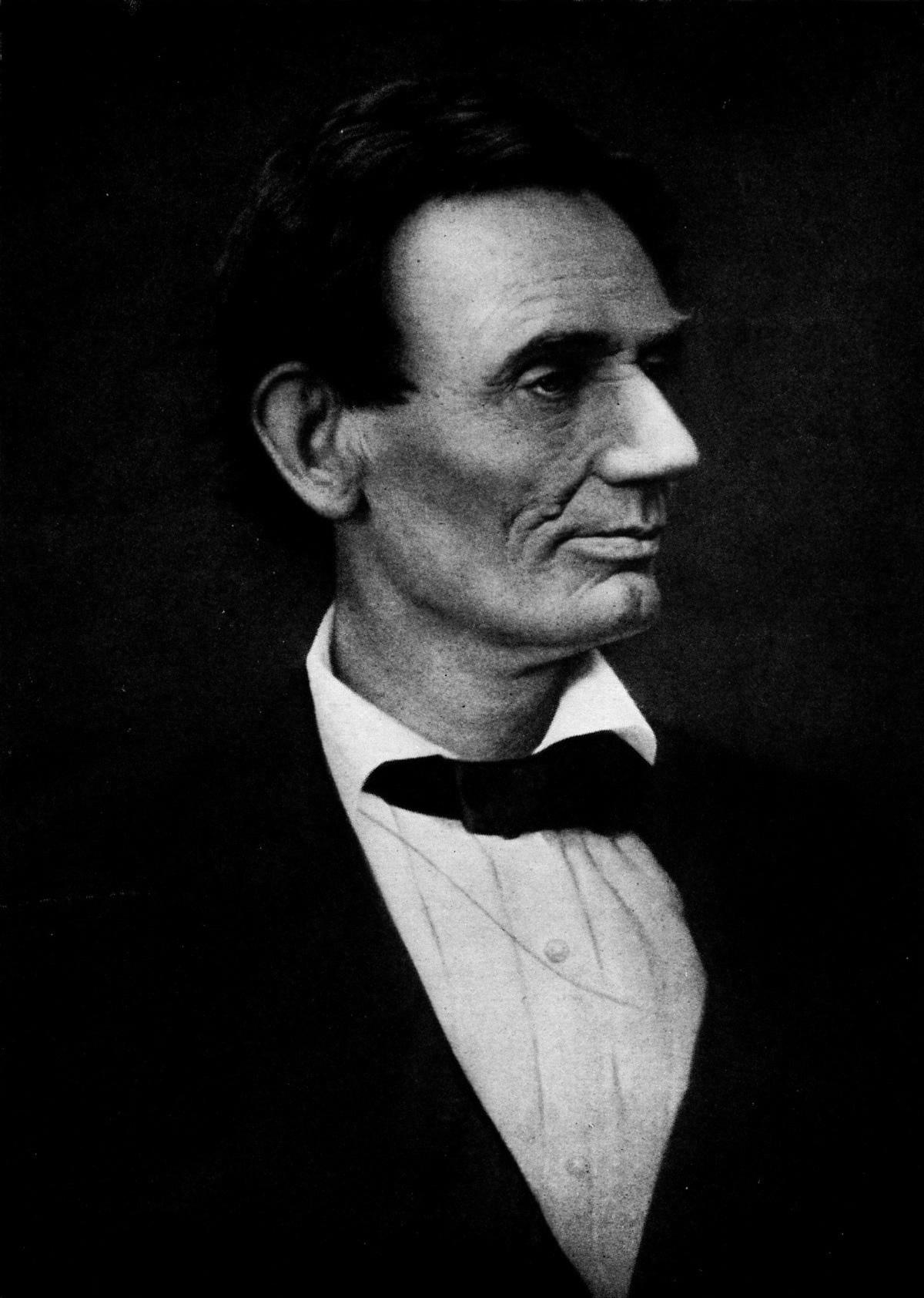 Abraham_Lincoln_-_Clara_Barton_Centenary