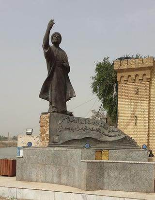 Al-Mutanabbi_Statue_in_Baghdad.jpg
