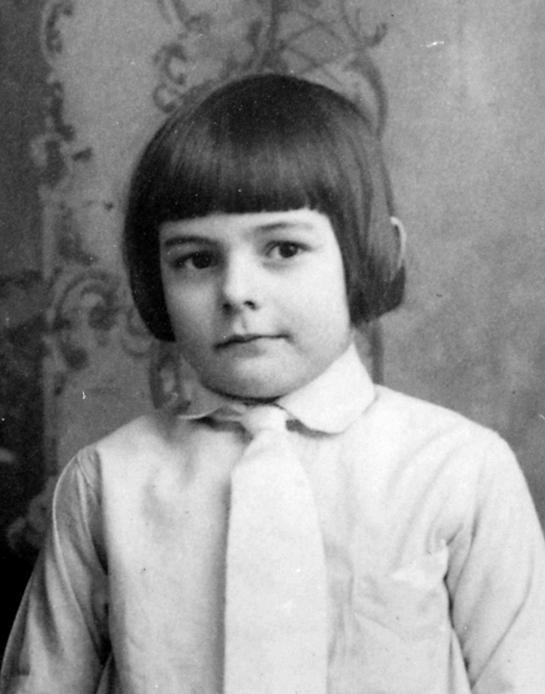 Ernest_Hemingway_1905_pd