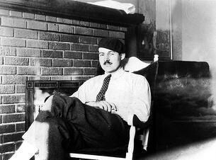 Ernest_Hemingway_Paris_1924_pd