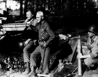 Ernest_Hemingway_and_Buck_Lanham,_1944