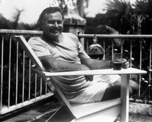 Ernest_Hemingway_at_the_Finca_Vigia_Cuba_1946_PD-9-5