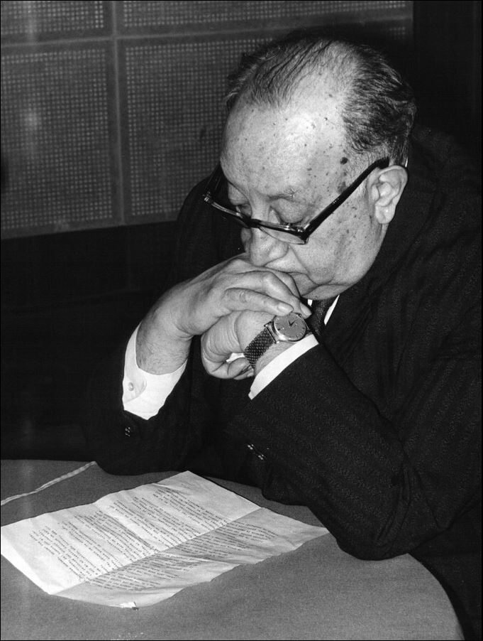 Miguel_Angel_Asturias,_Nobel_Prize_of_Litterature_1967,_at_the_UNESCO's_studios.jpg