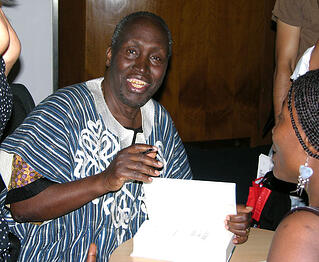 Ngũgĩ_wa_Thiong'o_(signing_autographs_in_London)_PD.jpg
