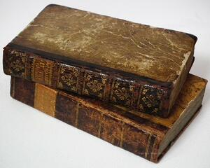 old-books-164262_1280
