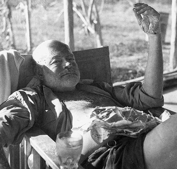 Ernest_Hemingway_Kenya_safari_1954_PD.png